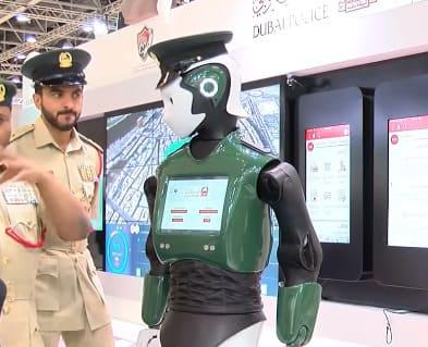 robot reem es un robot policía humanoide diseñado por la empresa Pal Robotics que trabaja en Dubai