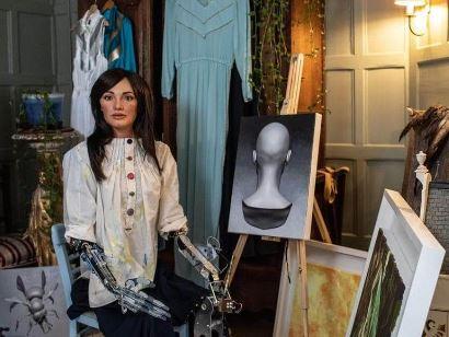 Ai-DA, la mujer robot que pinta cuadros