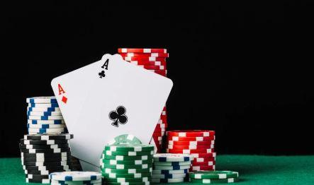El robot que aprendió a jugar al poker solo y derrota a los mejores del mundo