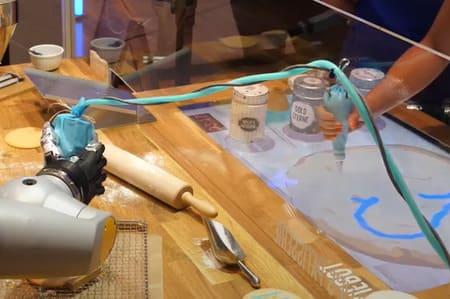 Un nuevo ayudante llega a las pastelerías, HoLLiE el robot pastelero